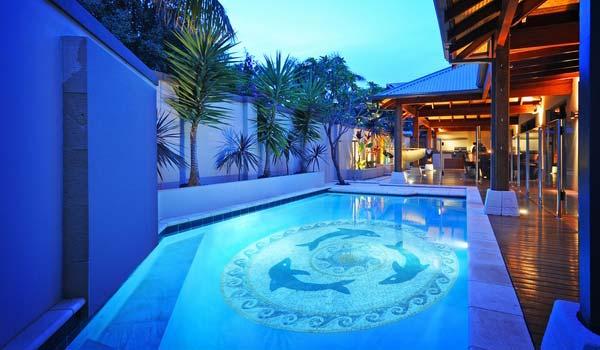mozaik lantai kolam renang