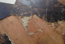 Tips Membersihkan permukaan kayu dari Lem noda